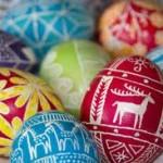 Los huevos de Pascua, el conejo y Cristo resucitado