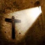 ¿Por qué los católicos portan la cruz si es signo de maldición?
