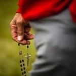 Cinco grandes razones para rezar el Rosario
