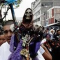La Iglesia en México alerta sobre la Santa Muerte, adorada por muchos católicos.