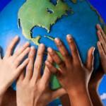 Una mano tendida para sobrevivir como humanidad